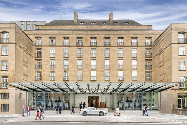 يتميز بيركلي لندن بأحدث التصميمات المعمارية