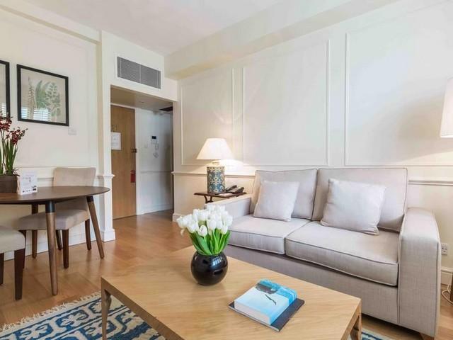 يعتبر فندق ذا كابيتال لندن من الفنادق المميزة حيث يوفر أماكن إقامة مُريحة