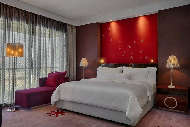 تتميز غرف فندق ويستن البحرين بالاتّساع والأناقة التي تظهر جلية في ديكوراته الهادئة.