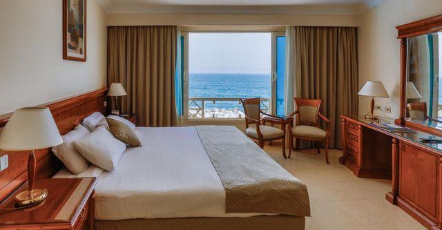 بميزانية مُتوسطة يُمكنكم السكن في فنادق بالاسكندرية