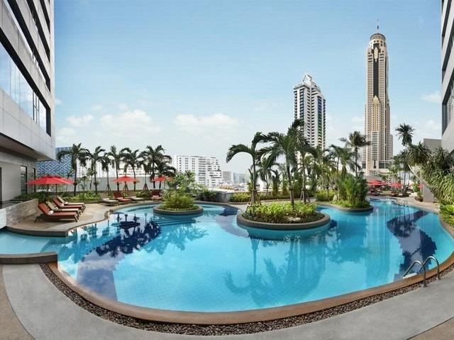 حمام السباحة مع المرافق والفيو المميز في فندق اماري وترجيت بانكوك