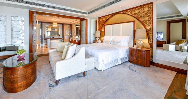 بعد رصد آراء وتقييمات نُزلاء سبق لهم حجز فنادق البحرين في العاصمة المنامة، نعرض لكم أفضلها