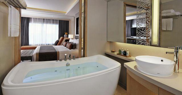 فإن كان التسوق على رأس أولوياتك من السفر إلى بانكوك فتخير افضل الفندق في بانكوك من هنا