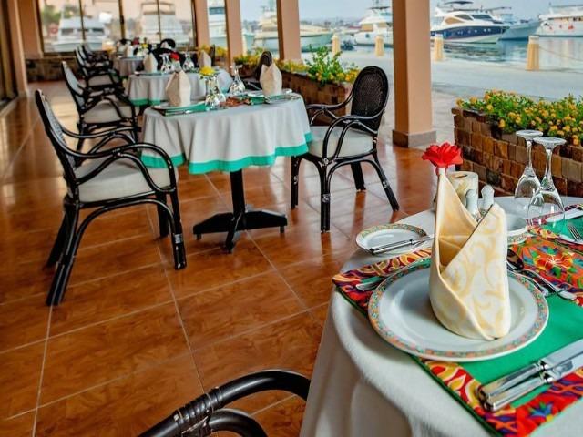 يضم فندق كونتيننتال الغردقة مطاعم تقدم مأكولات عالمية متنوعة