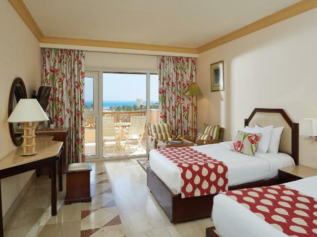 تتنوع مساحات الغرف في فندق كونتيننتال الغردقة