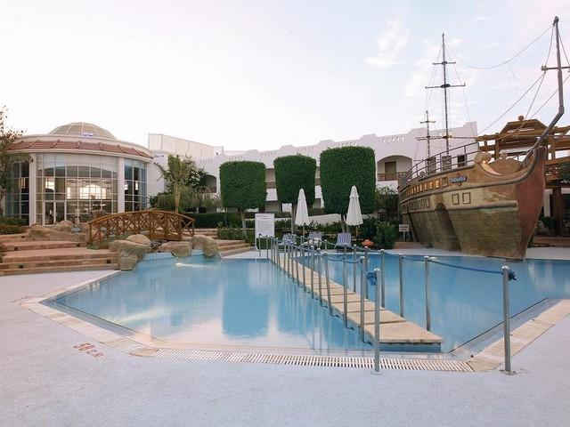 مسبح رائع في فندق سيرين ايلاند اكوا بارك شرم الشيخ 4 نجوم