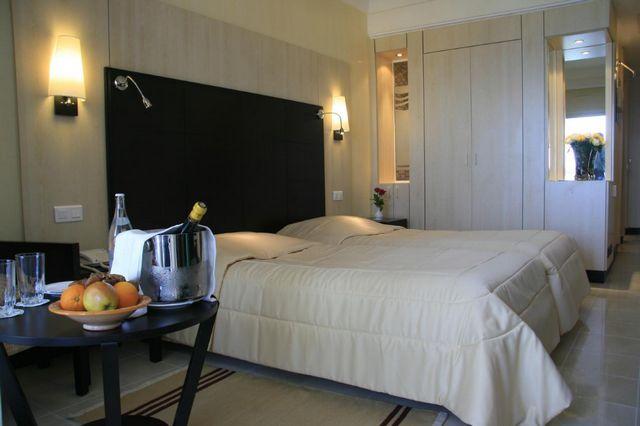 إن كانت تستهويك الإقامة في تونس، اقرأ تقريرنا عن فنادق حمامات تونس للعائلات واختر ما يُناسبك