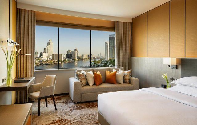 تقرير يشتمل كافة المعلومات عن سلسلة فندق هيلتون بانكوك