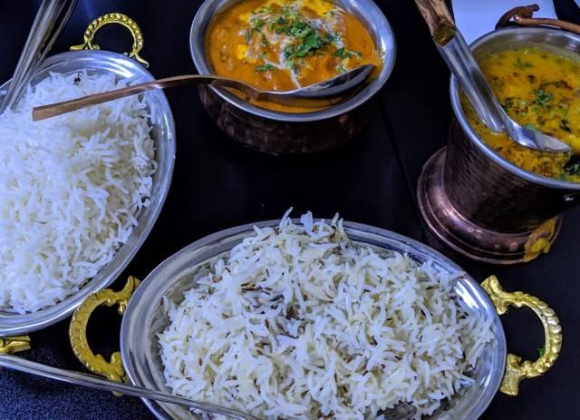 مطعم تاج بالاس يتميز بكونه مطعم هندي حلال