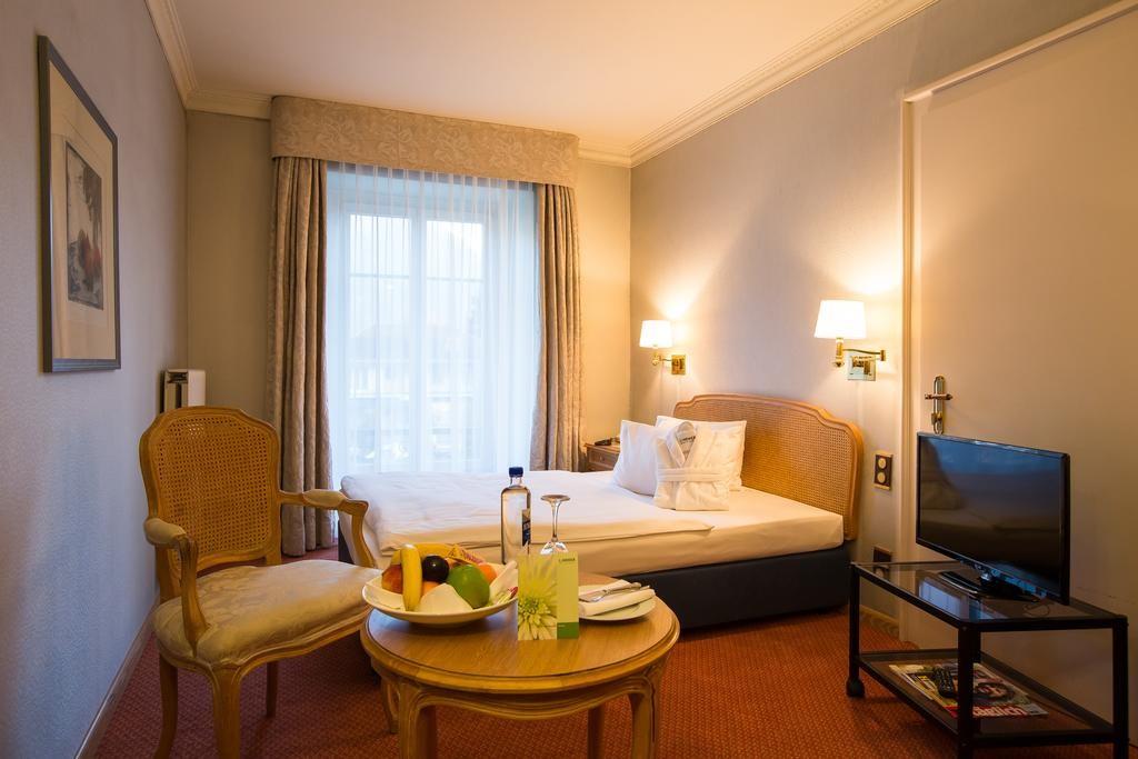 غرفة من فندق ليندنر جراند انترلاكن احد افضل وارخص فنادق انترلاكن خمس نجوم