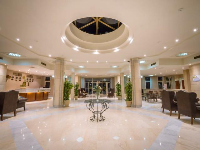 يوفر فندق ميريت الغردقة عدة مرافق ومميزات للزوار
