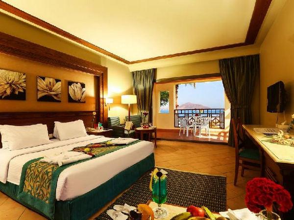 غُرفة جميلة بإطلالة رائعة على البحر في اجمل فنادق خليج نبق 5 نجوم