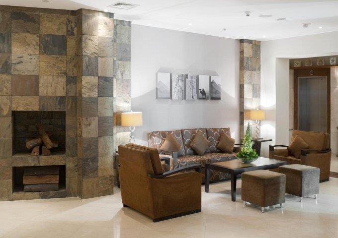 غرفة المعيشة في ستاي بريدج سويتس سيتي ستارز
