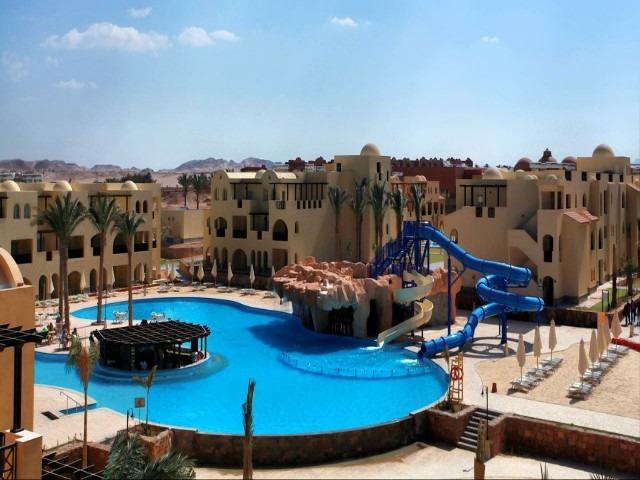 يوفر فندق ستيلا مكادي إطلالات على المسبح