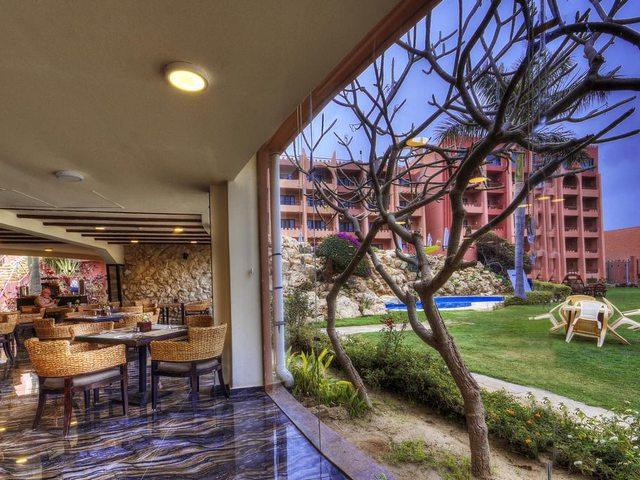 يضُم فندق افريكانا برج العرب الاسكندرية مطعمان يقدّمان مأكولات إيطاليّة وشرقيّة وصينيّة. 3 بارات للوجبات الخفيفة والمشروبات