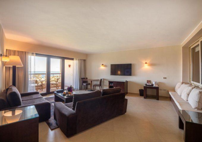 غرفة المعيشة في فندق فورت ارابيسك الغردقة
