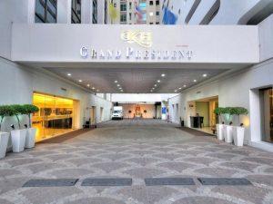 يقع غراند بريزدنت بانكوك في موقع استراتيجي في سكومفيت، من ارخص فنادق بانكوك حيث يتمتع بموقع مثالي في قلب المدينة