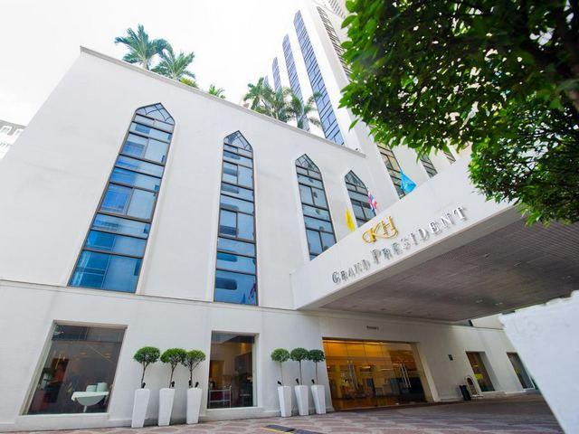 يقع فندق جراند بريزيدنت بانكوك في قلب مدينة سوخومفيت 11، ويعتبر هذا الحيّ خيار رائع للمسافرين المهتمين بالحياة الليلية ومراكز التسوق.