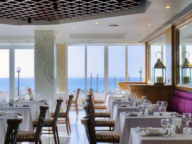يضُم فندق ابروتيل مراقيا مطعم وحيد يقدم مأكولات عربية وعالمية