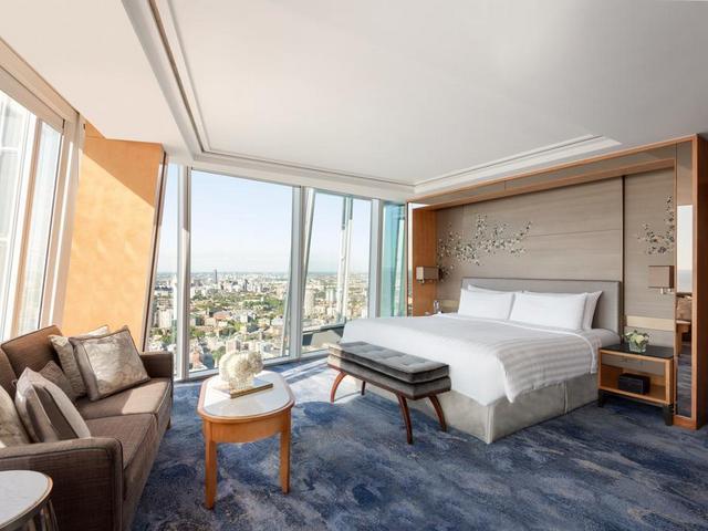 فندق شانغريلا لندن من افخم فنادق في وسط لندن يتميز بغرف واسعة واطلالات مميزة