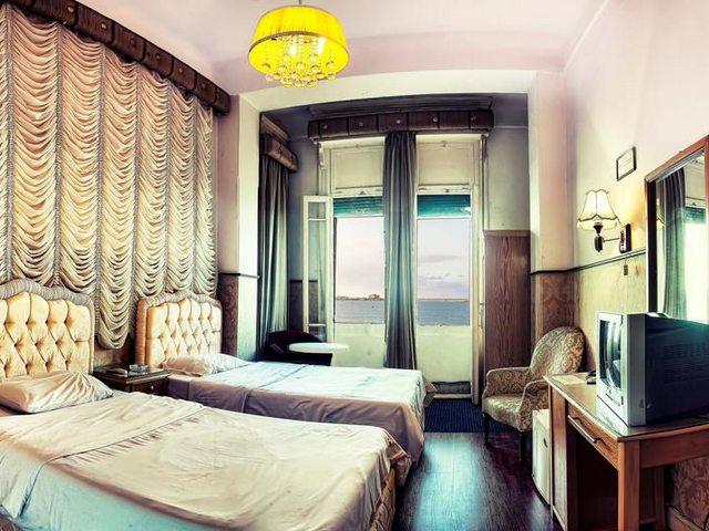 يضُم فندق فيليب الاسكندرية غُرف مكيّفة مُصمَّمة بديكورات على الطراز المصري القديم.