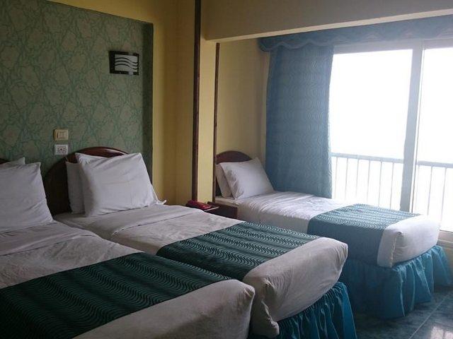 تضم غرف رويال كراون اسكندرية حمّام خاص تتوفر فيه لوازم استحمام مجانية مع حوض استحمام ودش.