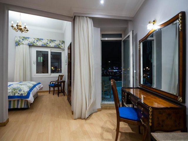 يتكون فندق ستانلى الاسكندرية من 3 طوابق، تضم 32 غرفة و10 أجنحة، بإطلالة على البحر