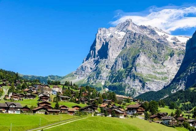 تسلق الجبال عند السياحة في سويسرا
