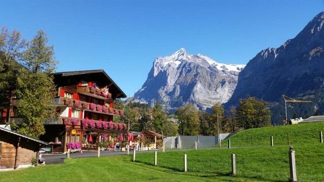 احد المطاعم في قرية جريندلوالد انترلاكن في سويسرا