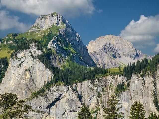 يُمكن تسلق الجبال التي تقع بجوار بحيرة اوشن سي انترلاكن