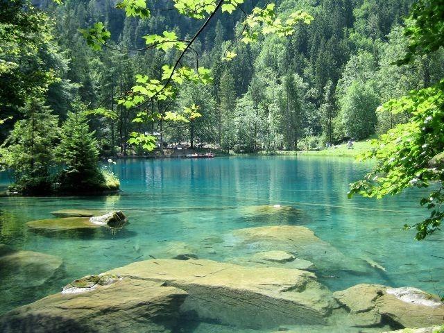 مياه بحيرة اوشن سي انترلاكن زرقاء صافية