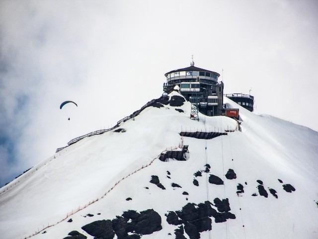 مظهر الثلوح لاحد الجبال في قرية وينجن في سويسرا