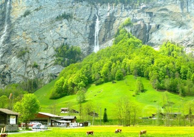 وادي لوتربرونن في قرية وينجن السويسريه