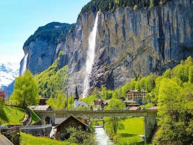 الشلالات في سويسرا لوتربرونن